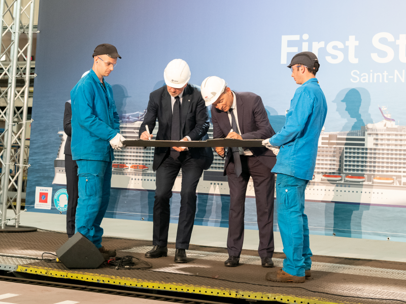 pierfrancesco-vago-and-france-laurent-castaing-cut-the-first-steel-of-msc-virtuosa-1.jpeg