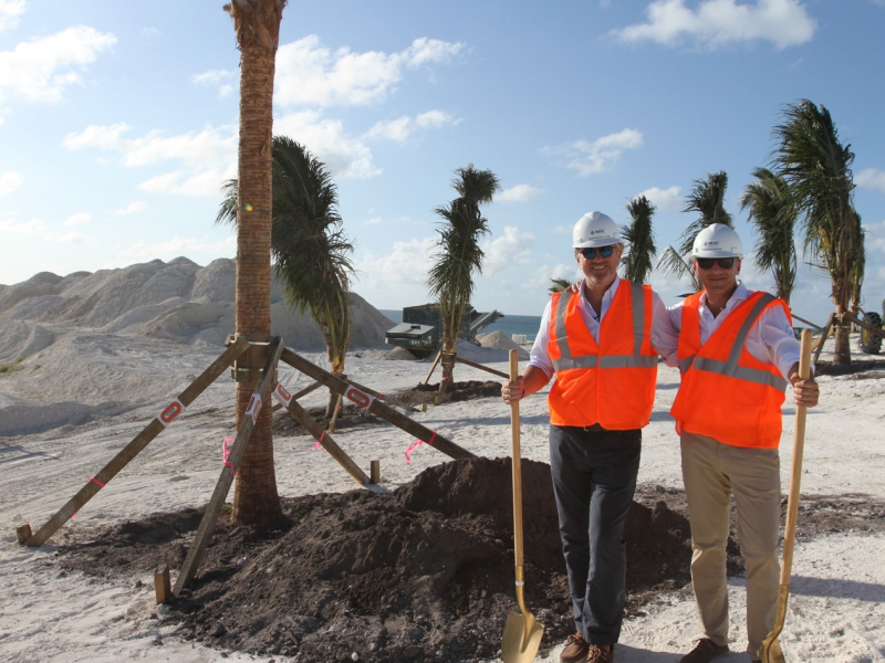 pierfrancesco-vago-and-gianluca-suprani-planting-the-first-trees-on-ocean-cay_3.jpeg