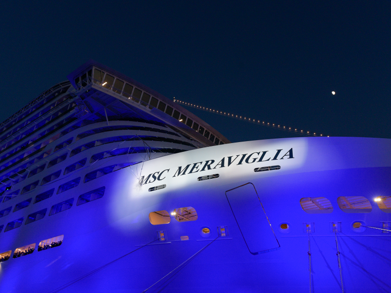the-bottle-smashes-on-the-hull-to-officially-christen-msc-meraviglia_4.jpeg